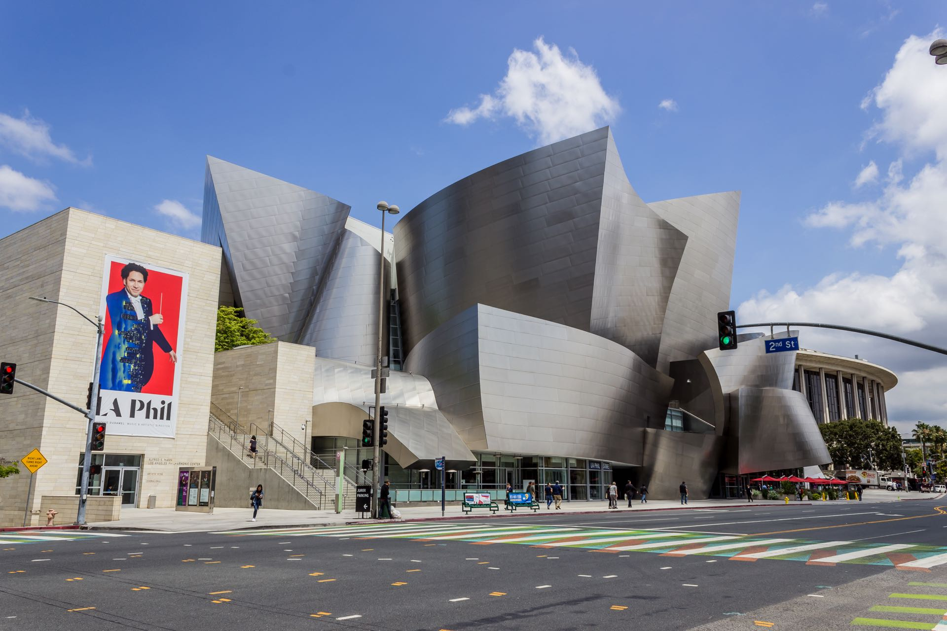 An Architectural View Of The Walt Disney Concert Hall By Frank Gehry