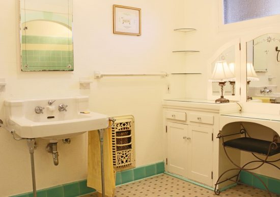 2036 Eucalyptus Avenue  Bath2