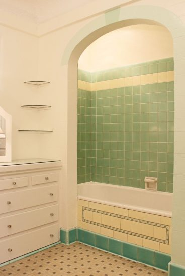 2036 Eucalyptus Avenue  Shower