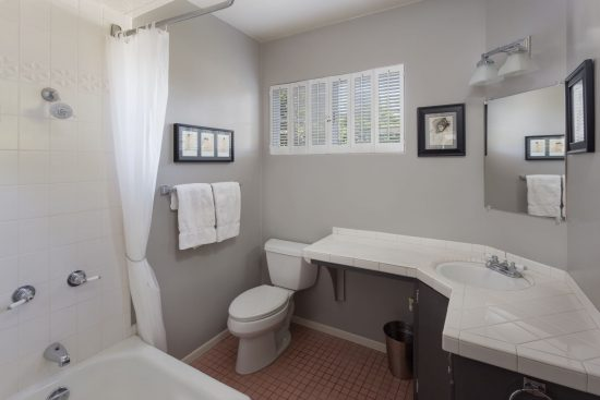 505 North Walnut Avenue Bathroom 2_full