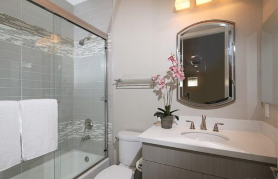 1331 South Magnolia Avenue Bathroom2